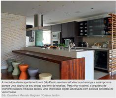Bancada de cozinha integrada à sala.