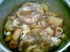 Este frango foi adaptado de uma receita do blog Sassy Radish. Ficou delicioso. Aconselhamos para os apreciadores de frango com legumes...