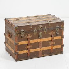 Matka-arkku.  Trunk. Storage Chest, Trunks, Decorative Boxes, Furniture, Home Decor, Drift Wood, Decoration Home, Room Decor, Tree Trunks