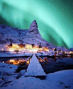 Um dos fenômenos mais lindos do mundo!- Aurora Boreal♡(Pra mim esse é o mais bonito concerteza sou apaixonada pelo céu)