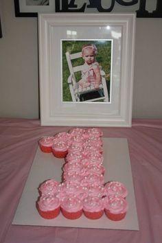 New birthday cake girls easy pull apart Ideas 1st Birthday Cakes, Baby Girl 1st Birthday, Baby Birthday, 1st Birthday Parties, 1st Birthday Girl Party Ideas, Fete Emma, Lila Party, Girl Cupcakes, 1st Birthdays