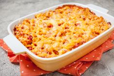Creamy mac and cheese with ham and a pumpkin puree sauce will quickly become your kids' favorite dinner! This version of mac and cheese is great for adults too! Pumpkin Quinoa, Pumpkin Mac And Cheese, Pumpkin Hummus, Pumpkin Smoothie, Creamy Mac And Cheese, Canned Pumpkin, Macaroni And Cheese, Mac Cheese, Pumpkin Ravioli