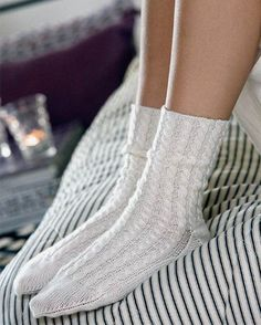 Hue, Knit Crochet, Cardigans, Socks, Knitting, How To Make, Knits, Gloves, Fashion