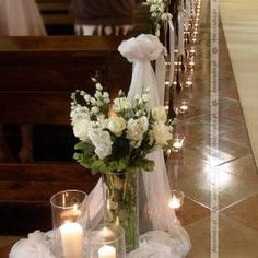 Flowers in the light of candles - church decor oo Discalced Carmelites - Tisch deco - Hochzeit - Wedding Rustic Wedding Flowers, Wedding Flower Decorations, Flower Centerpieces, Wedding Centerpieces, Church Aisle Decorations, Church Candles, Aisle Flowers, Wedding Tags, Floral Arrangements