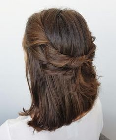 Incredible Chic Half Up Medium Hairstyles for Girls to Show Off in 2021 Medium Hairstyles For Girls, Prom Hairstyles For Short Hair, Short Hair Updo, Everyday Hairstyles, Pretty Hairstyles, Short Hair Cuts, Medium Hair Styles, Easy Hairstyles, Short Hair Styles