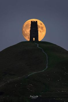 Glastonbury tor in Somerset England - Architecture and Urban Living - Modern and Historical Buildings - City Planning - Travel Photography Destinations - Amazing Scary Places Full Moon Rising, Moon Rise, Glastonbury Abbey, Somerset England, One Word Art, Stonehenge, Places To Go, Scary Places, Travel Photography