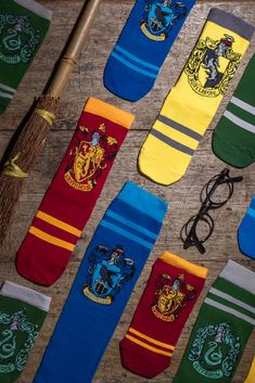 This spellbinding selection of socks from SOCKSHOP features designs and characters from the wonderful world of Harry Potter including Hogwarts Houses. Harry Potter Socks, Dobby Harry Potter, Harry Potter Houses, Hogwarts Houses, Potters House, Golden Snitch, Sock Shop, Guys And Girls, Slytherin