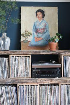 ORC Megan Pflug Designs // DIY record shelf // The Woodhouse lodge
