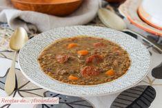 Lentejas con chorizo. Receta tradicional muy fácil y deliciosa - Recetas de ¡Escándalo! Chorizo, Curry, Ethnic Recipes, Food, Arrows, Beef, Lentils, Finger Foods, Legumes