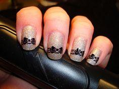Uñas con diseño femenino