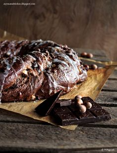 Chocolate Bun With Hazelnuts Brownie Recipes, Chocolate Recipes, Cake Recipes, Chocolate Buttercream, Chocolate Cake, Breakfast Cake, Steak, Pastries, Period