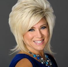 """You don't need to be as gifted as """"Long Island Medium"""" Theresa Caputo to see that the gift has is a true blessing to the people she touches. Long Island Medium, Hugh Jackman, Big Hair, Kind Mode, Beautiful People, Amazing People, Amazing Women, Short Hair Styles, Hair Cuts"""