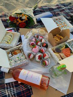 Picnic Date Food, Picnic Time, Picnic Ideas, Picnic Foods, Cute Food, Good Food, Yummy Food, Beach Picnic, Summer Picnic