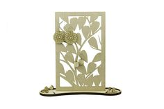 Leaf&Bush wood organizer engraved lasercut jewelry stand