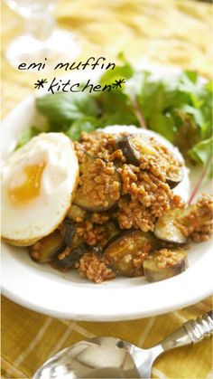Japanese-Style Eggplant & Ground Meat Bolognese on Rice Recipe by cookpad. Bolognese, Japanese Style, Japanese Food, Rice Recipes, Great Recipes, Soft Boiled Eggs, Ground Meat, Quick Meals, Eggplant