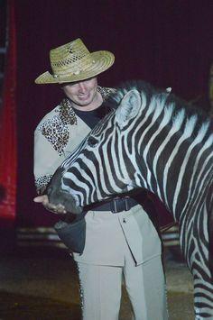 Roberto Wille & eines seiner Zebras