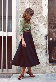 Fall inspiration = belted skirt + tucked cardigan. Flat shint ballet slippers for the shoe. #midiskirt