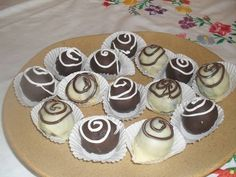 Rumos csokigolyó Mousse, Cheesecake, Chocolate, Desserts, Recipes, Advent, Food, Craft, Candy