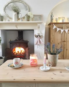 Trendy Home Diy Crafts Country Chic Cottage Cottage Living Rooms, Shabby Chic Living Room, Home And Living, Country Cottage Interiors, Country Chic Cottage, Country Cottages, Country Porches, Cottage Design, Cottage Style
