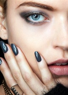 7 classic nail colours.