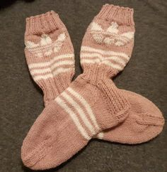 Tilkkutäti: Adidas-villasukat Adidas, Mittens, Cross Stitch, Sewing, Knitting, Google, Fashion, Fingerless Mitts, Moda