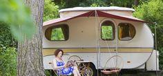 In het Noord-Hollandse Castricum aan Zee vind je op Kennemer Duincamping Bakkum vijf authentieke Oldtimer Caravans. Een mooie trip ´down to memory lane´ dus voor de liefhebber. En tegenwoordig ook weer helemaal in de trend! #origineelovernachten #reizen #origineel #overnachten #slapen #vakantie #opreis #travel #uniek #bijzonder #slapen #hotel #bedandbreakfast #hostel #camping