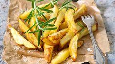 Techniku dokonalých hranolků zdokonalilo i několik současných kulinárních hvězd včetně Jamie Olivera. Cílem je zajistit perfektně křupavé a uvnitř vláčné hranolky, které nebudou nasáklé olejem. Trik? Brambory lehce předvařit a citlivě pracovat s termostatem trouby.
