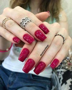 Red gel nails with many rings Red Gel Nails, Blue Nails, Nail Manicure, Acrylic Nails, Nail Polish, Red Polish, Perfect Nails, Gorgeous Nails, Pretty Nails