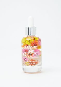 Refresh and renew with this naturally hydrating face oil featuring real flowers and made cruelty-free! Acrylic Nails Coffin Short, Coffin Nails, Manuka Oil, Face Creams, Cute Makeup, Face Oil, Summer Breeze, Real Flowers, Body Care