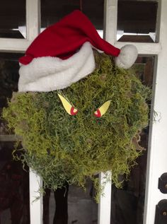 Grinch Christmas Wreath. Lots of neat wreath ideas using the same burlap wreath base & changing out decorations for each season/holiday Holiday Wreaths, Christmas Crafts, Christmas Decorations, Winter Wreaths, Christmas Ideas, Burlap Christmas, Homemade Christmas, Holiday Decor, Grinch Christmas