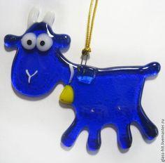 Коза ёлочная игрушка-символ 2015года. Стекло. Фьюзинг.