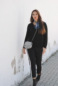 http://www.fashion-south.com/2016/11/pantalon-con-raya-lateral.html?m=0