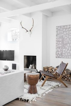 Accent wooden chair in living room #accentchairs #livingroomchairs #interiordecor