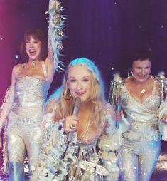 take the spandex off gurls / Mamma Mia friendship goals srsly Mamma Mia, Meryl Streep, High School Musical, Iconic Movies, Good Movies, Movies Showing, Movies And Tv Shows, Musical Theatre, Movie Tv