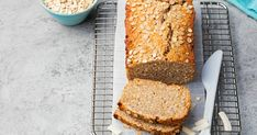 Recipe: Oats and Honey Bread – Health Essentials from Cleveland Clinic Crumb Topping For Pie, Tapas, Raw Oats, Honey Nut Cheerios, Pan Sin Gluten, Honey Bread, Homemade Trail Mix, Oat Smoothie, Oats And Honey