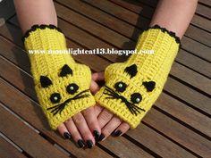 Crochet cat gloves