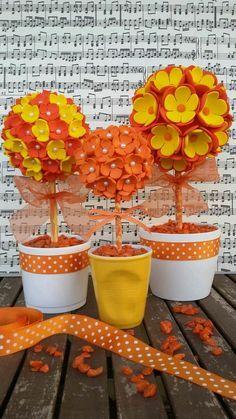 Aprende como hacer unos lindos topiarios usando flores de foamy o goma eva. Son muy fáciles de hacer y pueden resultar en un hermoso obseq...