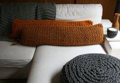 HeinsHome pillos/cushions. http://knittingandcrocheting-club.blogspot.com.es/2013/08/crochetingclub-trends-dana-barnes.html
