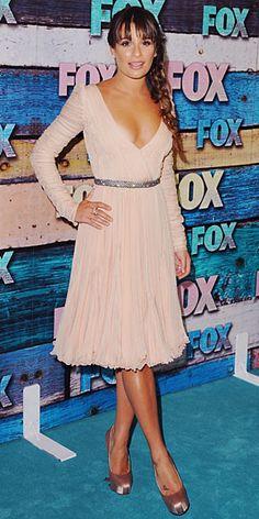 LEA MICHELE    Para una fiesta de la cadena FOX en el exclusivo Soho House de West Hollywood, la estrella de Glee escogió un lindo vestido en chiffón satidado de la colección Otoño 2012 de Emilio Pucci,  zapatos Brian Atwood en satén y anillos de Cathy Aterman.