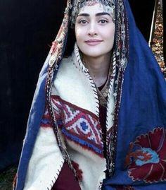 Turkish Women Beautiful, Turkish Beauty, Pink Lyrics, Bae, Arabian Women, Esra Bilgic, Brave Women, Movie Couples, Turkish Actors