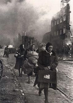 WWII. Poland. Civilians fleeing Danzig.