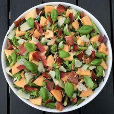 Sommersalat m. melon, skinke,m.m... Raw Food Recipes, Italian Recipes, Salad Recipes, Vegetarian Recipes, Healthy Recipes, Waldorf Salat, Healthy Cooking, Healthy Eating, Good Food