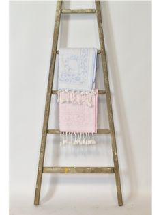 Oude #schildersladder ook superlief voor in de #babykamer | De Fabricage