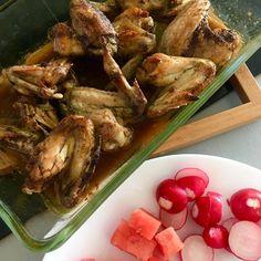 Chicken wings seasoned with tex-mex coffee rub, radishes and watermelon / Kuřecí křídla ochucená tex-mex směsí koření a kávy, ředkvičky a vodní meloun Tex Mex, Chicken Wings, Poultry, Shrimp, Meat, Food, Backyard Chickens, Eten, Meals