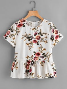 SheIn offers Floral Print Random Frill Hem Blouse & more to fit your fashionable needs. Floral Blouse Outfit, Cute Comfy Outfits, Blouse Online, Fashion Outfits, Womens Fashion, Fashion Styles, Outfits For Teens, Dress Patterns, Blouse Designs