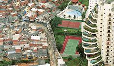 Photo by Tuca Vieira.  O abismo social em São Paulo, nítido no bairro de Paraisópolis.  Não sei qual é o título oficial, mas a foto é bastante famosa e o próprio autor nunca mais conseguiu repeti-la com tamanho êxito. Num sobrevoo à região, obteve este enquadramento revelador dos lados distintos do muro que separa a Favela de Paraisópolis dos edifícios de alto padrão da região do Morumbi / Av. Giovanni Gronchi.