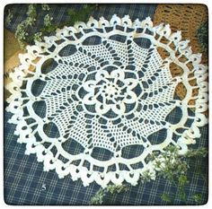 Kira scheme crochet: Scheme crochet no. Decorative Napkins, Decorative Bowls, Floral Border, Floral Motif, Crochet Motif, Crochet Hooks, Bird Curtains, Oblong Tablecloth, Crochet Sunflower