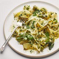 A quick sauté brings out garlic's bright side in this herb-laced riff on aglio e olio with plenty of garlic. Vegetarian Pasta Recipes, Best Pasta Recipes, Sauce Recipes, Yummy Recipes, Vegetarian Casserole, Recipies, Dinner Recipes, Vegan Pasta, Vegan Recipes