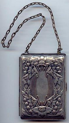 Art Nouveau Purse - Another! Vintage Purses, Vintage Bags, Vintage Handbags, Vintage Outfits, Vintage Fashion, Decor Vintage, Fashion Art, Fashion Shoes, Vintage Silver