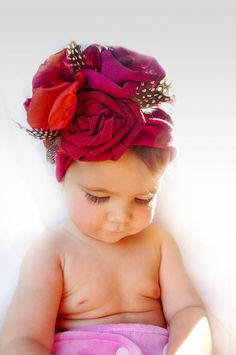 With this stunning Christmas red flower bandanna headband ,your little princes will be no doubt the center of attention and the talk of the day in any party And it makes the perfect photo prop for your family pictures Its made in very comfy turban style with handmade mix of fabric